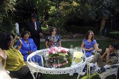 [8 NOVEMBRE] Oprah intervista Katherine, Joe e i figli di MJ  - Pagina 2 12181511
