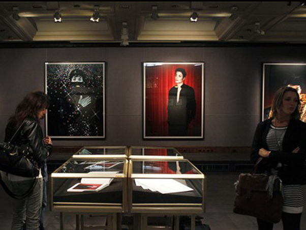 Milano, Michael Jackson vestito di luce - Pagina 2 159710