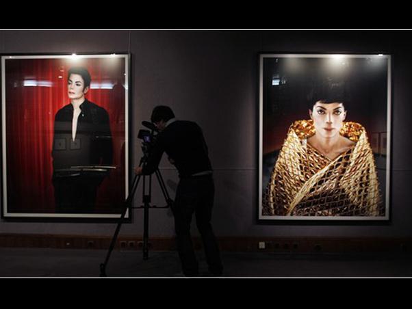 Milano, Michael Jackson vestito di luce - Pagina 2 159910