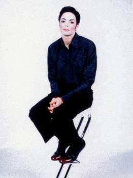 Milano, Michael Jackson vestito di luce - Pagina 2 4n10