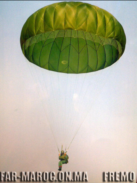 Parachutistes Militaires Marocains / Moroccan Paratroopers - Page 7 Fremo120
