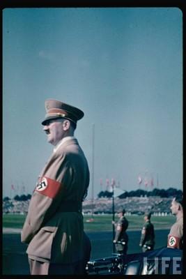 Derniers Libres Propos d'AH (recueillis par Martin Bormann) Nazi_010