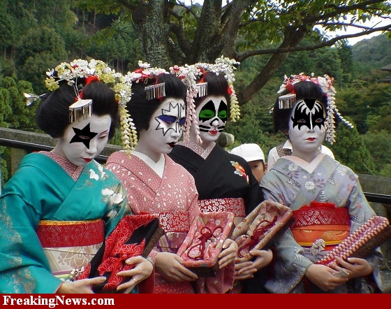 KISS GIRLS ON THE WORLD !... Geisha10