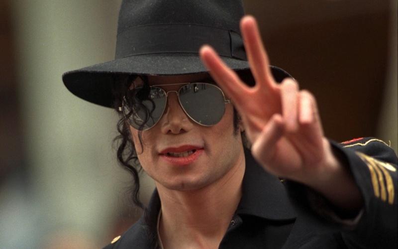 Quale foto di Michael usate per il desktop? - Pagina 4 1210