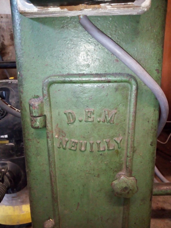 achat d'un ancien tour D.E.M NEUILLY Img_2010