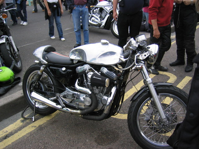 SPORTY CAFE RACER: CA LUI VA SI BIEN! LES PHOTOS... Harley10