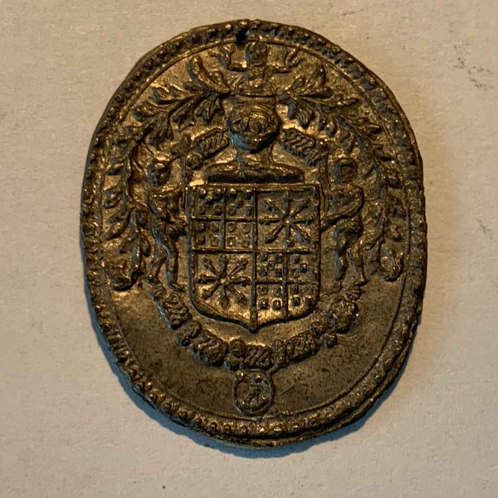 Petite médaille (blason) en étain à déterminer Img_4936