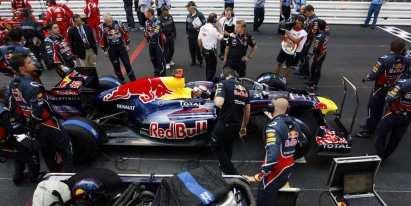 Pirelli, en contra del cambio de neumáticos con bandera roja Pitsto10