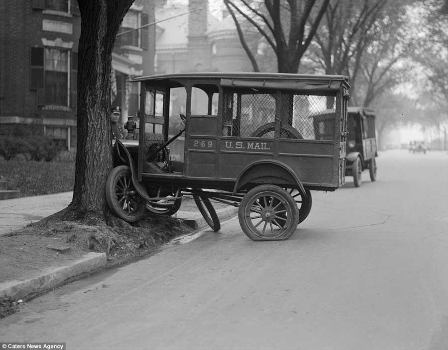 Des photos d'époque de Concessions Mercedes-Benz partie 1 - Page 34 Car_cr11
