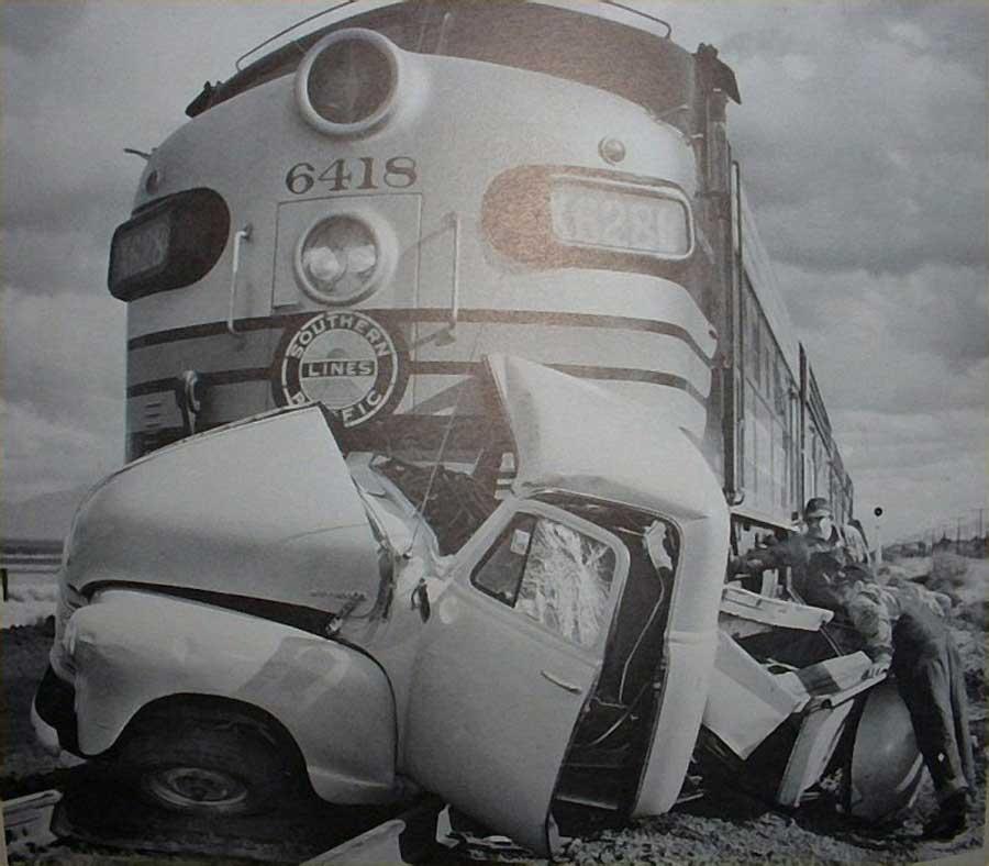 Des photos d'époque de Concessions Mercedes-Benz partie 1 - Page 34 Car_cr14