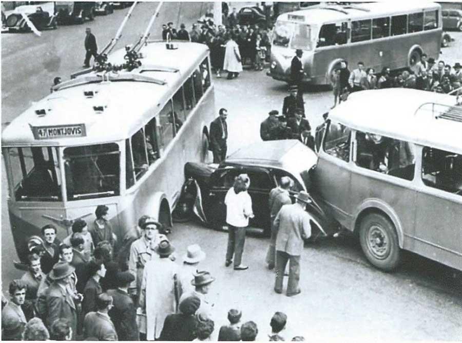 Des photos d'époque de Concessions Mercedes-Benz partie 1 - Page 34 Peugeo12