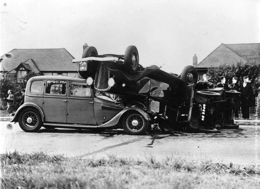 Des photos d'époque de Concessions Mercedes-Benz partie 1 - Page 34 Peugeo13