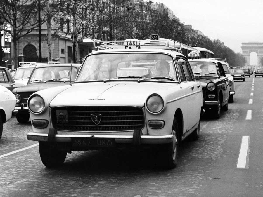 Des photos d'époque de Concessions Mercedes-Benz partie 1 - Page 34 Peugeo14