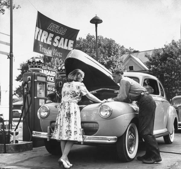 Des photos d'époque de Concessions Mercedes-Benz partie 1 - Page 15 Pompe_10