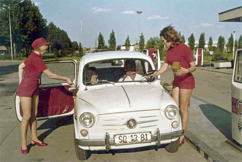 Des photos d'époque de Concessions Mercedes-Benz partie 1 - Page 15 Pompe_11