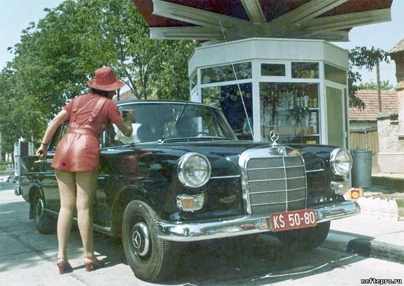 Des photos d'époque de Concessions Mercedes-Benz partie 1 - Page 15 Pompe_12