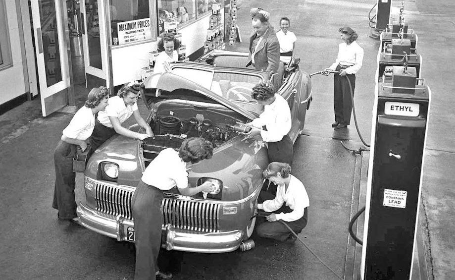 Des photos d'époque de Concessions Mercedes-Benz partie 1 - Page 15 Pompis24