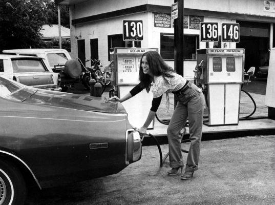 Des photos d'époque de Concessions Mercedes-Benz partie 1 - Page 15 Pompis25