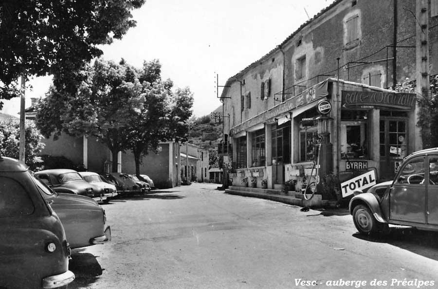 Des photos d'époque de Concessions Mercedes-Benz - Page 27 Statio41