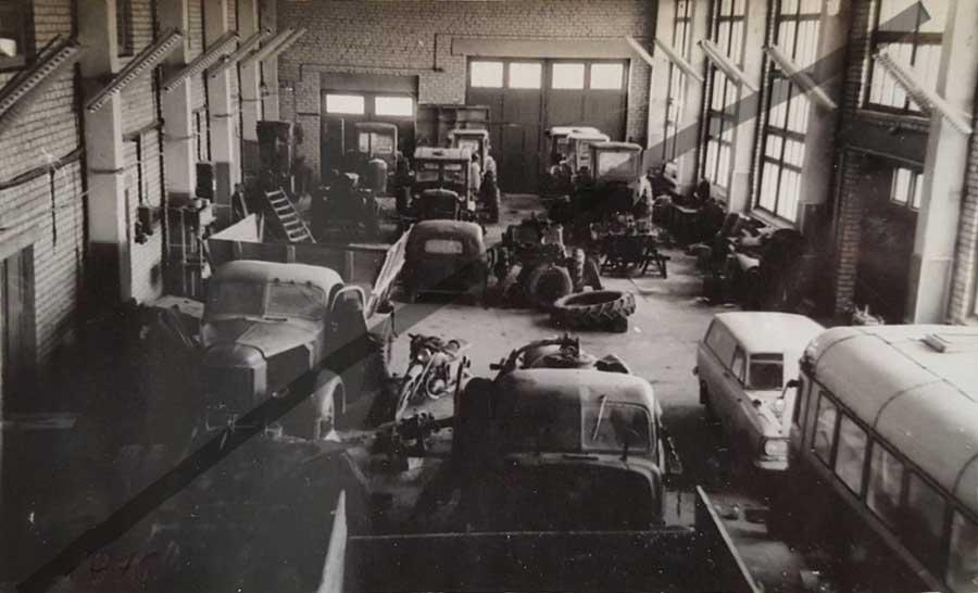 Des photos d'époque de Concessions Mercedes-Benz partie 1 - Page 28 Statio57