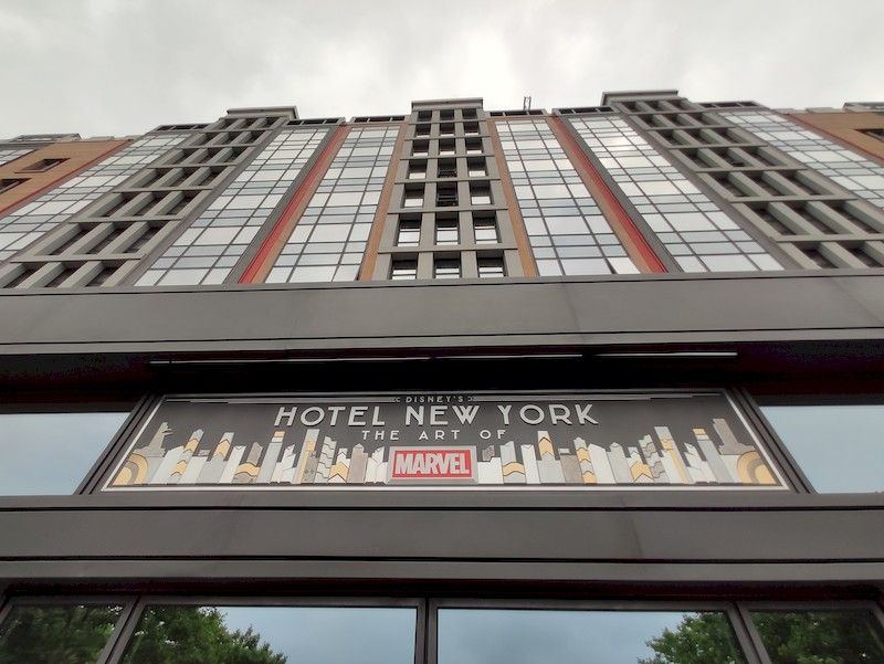 Disney's Hotel New York - The Art of Marvel [2021] - Page 39 Facade12