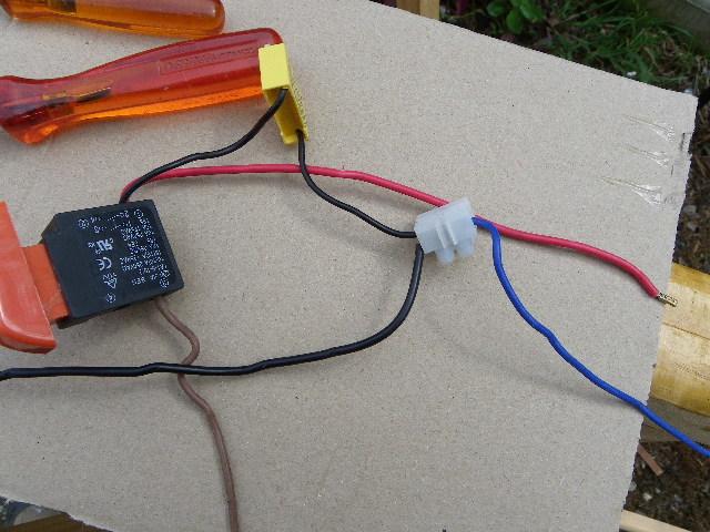 shuntage d' un interrupteur. Imgp0090