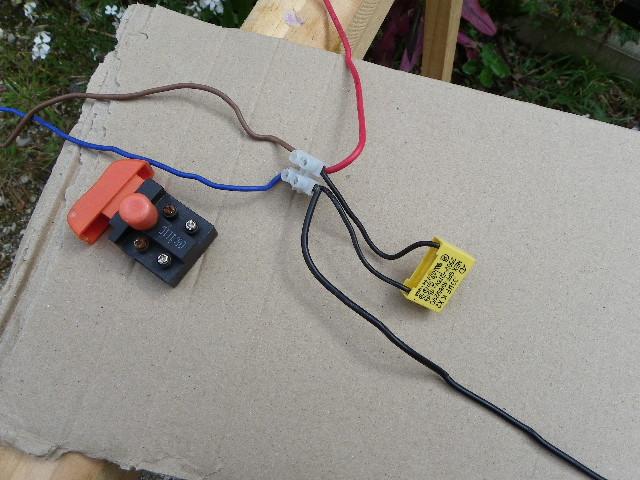shuntage d' un interrupteur. Imgp0091