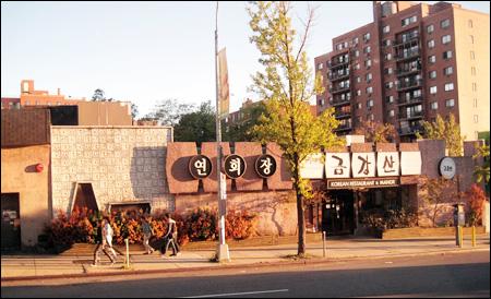 Negative reactions to Seoul's Manhattan restaurant plan 10101810