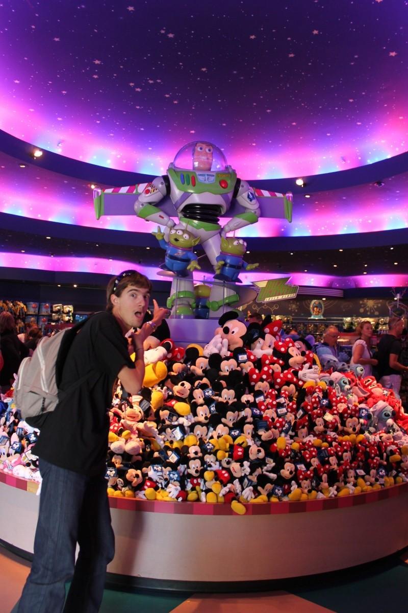 les details des boutiques en photos - Page 5 Disney22