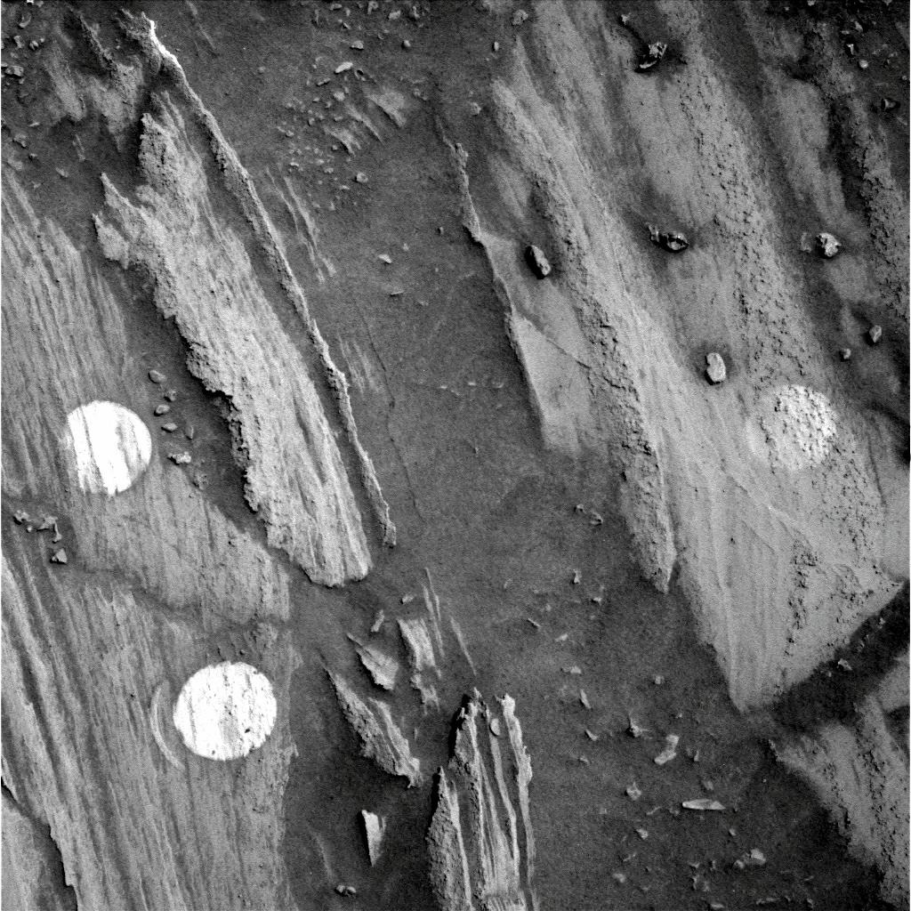 Mars - Lander and Rover Images 2p234610