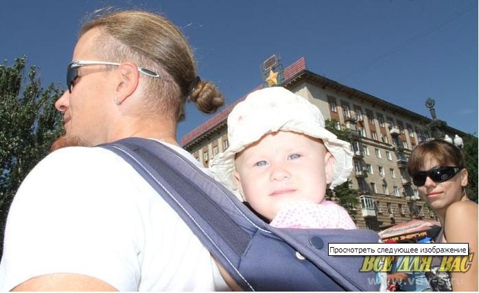 Иришка Грачёва в свои 8,5 месяцев уже участвует в велопробеге. Разумеется, на спине Граффикса.  Dnndun21