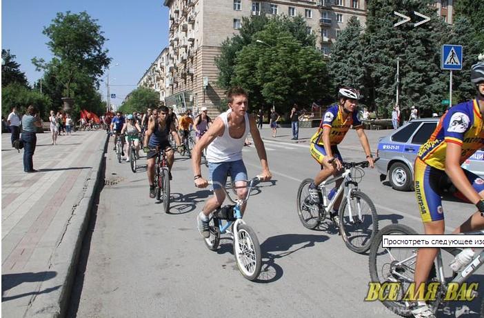 Иришка Грачёва в свои 8,5 месяцев уже участвует в велопробеге. Разумеется, на спине Граффикса.  Dnndun22