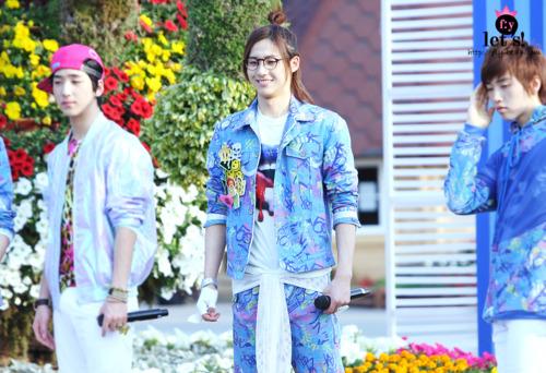 [PICS] 06.05.2011 Music Core Tumbl120
