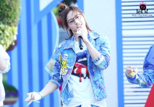 [PICS] 06.05.2011 Music Core Tumbl123