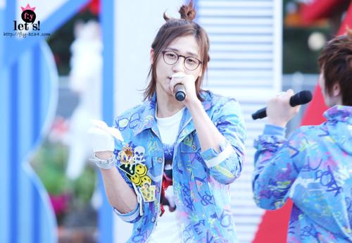 [PICS] 06.05.2011 Music Core Tumbl126
