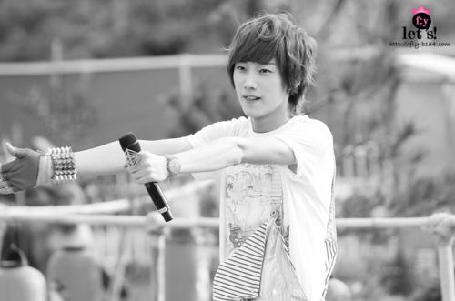 [PICS] 06.05.2011 Music Core Tumbl137