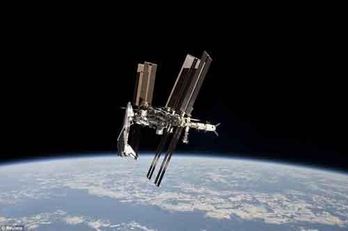 အာကာသလြန္းျပန္ယာဥ္ ခ်ိတ္ဆက္ေနေသာ ႏုိင္ငံတကာ အာကာသစခန္းပံု နာဆာ ပထမဆံုးအႀကိမ္ ထုတ္ျပန္ Ff10