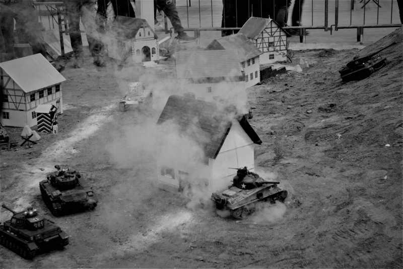 La Storia sulla diffusione dei carri armati in scala 1-16 in Italia. - Pagina 5 Hqwazs10