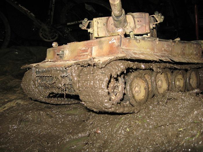 La Storia sulla diffusione dei carri armati in scala 1-16 in Italia. - Pagina 2 Tigre_11