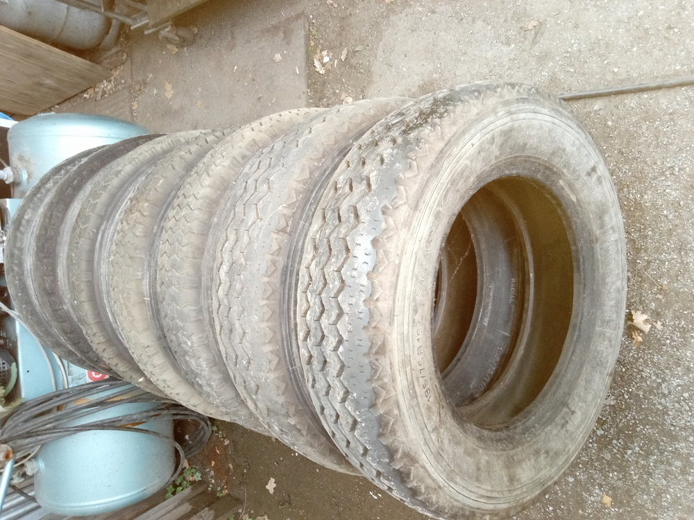 Vend des pneus Michelin 195/75/16 Img_2528