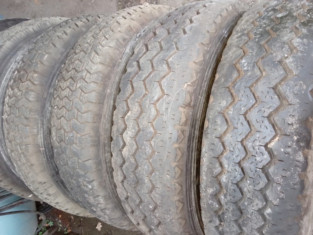 Vend des pneus Michelin 195/75/16 Img_2529