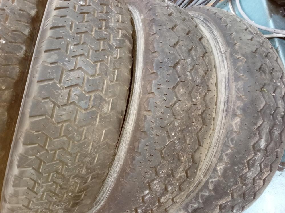 Vend des pneus Michelin 195/75/16 Img_2530
