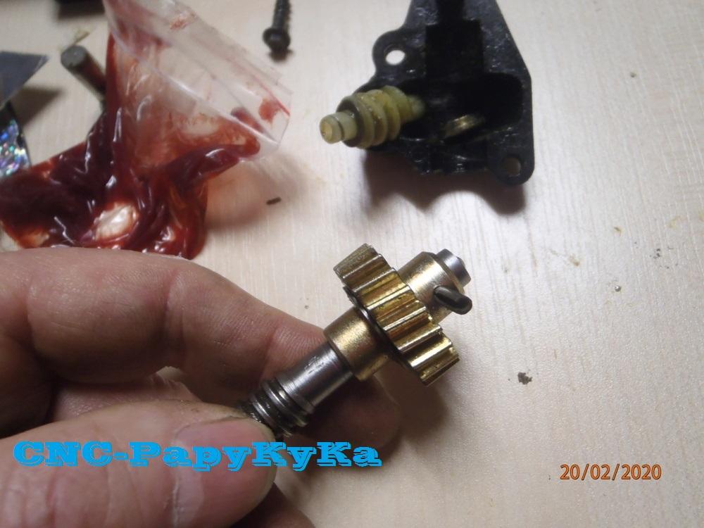 PapyKy, Répare le motoreducteur de siège électrique S4. P2201326