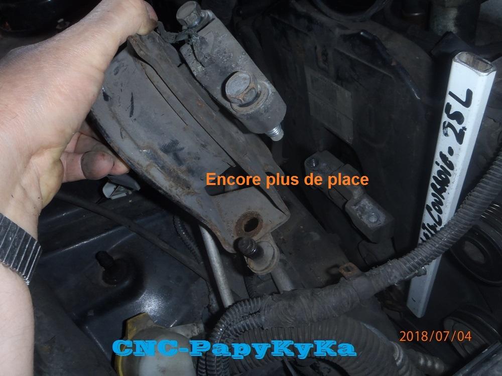 Support Moteur HS Côté Distri ?? 2.4i P7040123