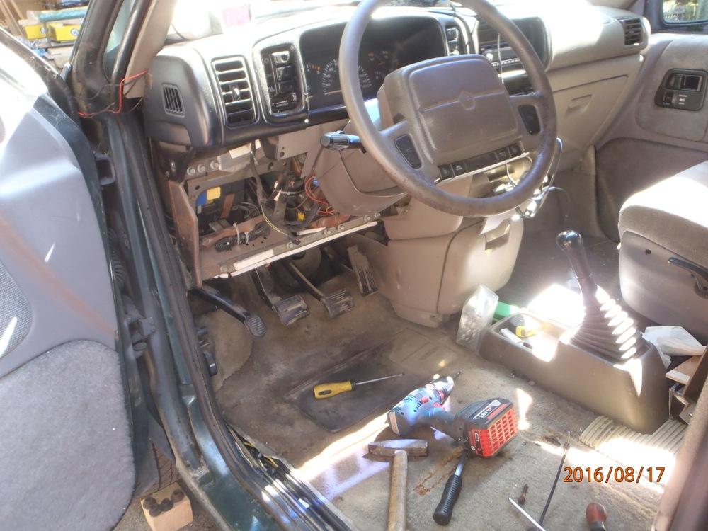 Pedale de frein de parking ne se verrouille plus P8170017