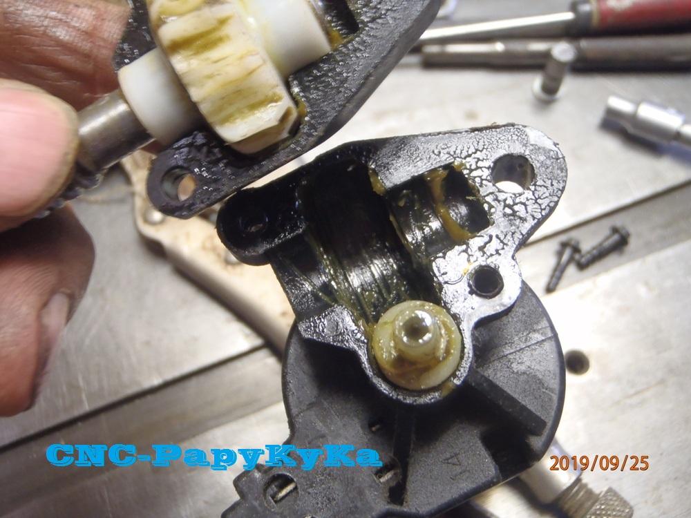 PapyKy, Répare le motoreducteur de siège électrique S4. P9251121