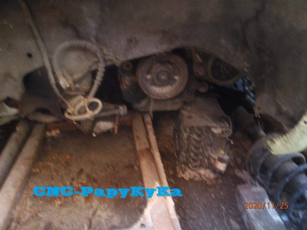PapyKy démonte une poulie vibrequin 2.500 cc TD Pb251317