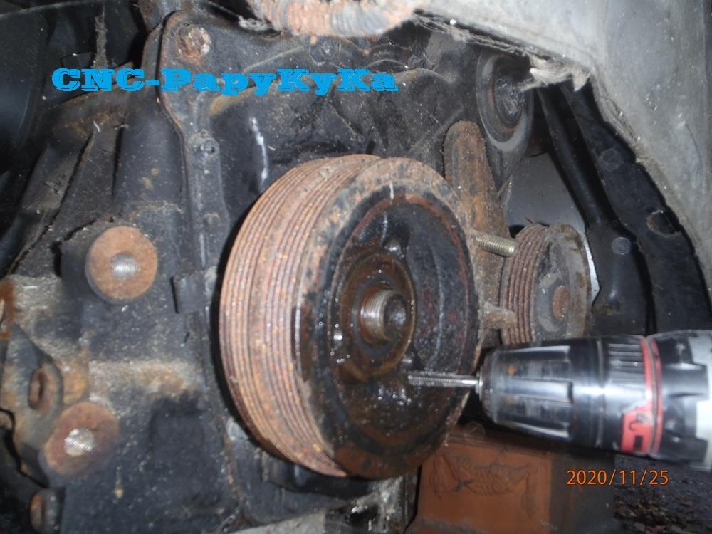 PapyKy démonte une poulie vibrequin 2.500 cc TD Pb251320
