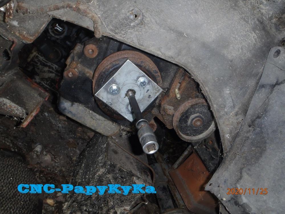 PapyKy démonte une poulie vibrequin 2.500 cc TD Pb251321