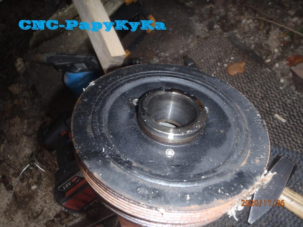 PapyKy démonte une poulie vibrequin 2.500 cc TD Pb261310